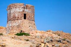 在品柱Rosso峭壁,可西嘉岛的老热那亚人的塔 免版税库存图片