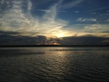 在哈利法克斯河上的日落Tomoka国家公园的在佛罗里达 免版税库存照片