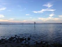 在哈利法克斯河上的日落Tomoka国家公园的在佛罗里达 库存图片