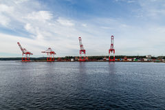 在哈利法克斯海岸的四台货物起重机 图库摄影