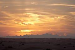 在哈吉尔山的金黄日出在阿拉伯联合酋长国 图库摄影