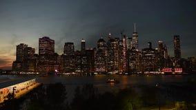 在哈得逊河的令人惊讶的纽约曼哈顿地平线全景视图 股票录像
