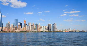 在哈得逊河的曼哈顿地平线 图库摄影