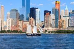 在哈得逊河的曼哈顿地平线 免版税库存图片