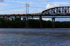 在哈得逊河的铁路和汽车桥梁Schodack国家公园的 库存照片