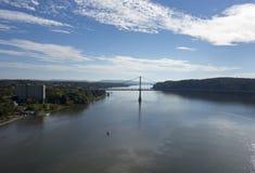 在哈德森的中间哈德森桥梁 库存照片