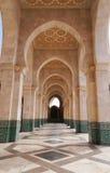 在哈桑二世清真寺的内部走廊在卡萨布兰卡, 免版税库存照片