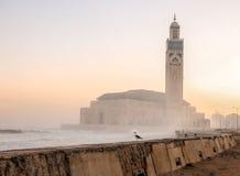 在哈桑二世清真寺-卡萨布兰卡,摩洛哥的日出 图库摄影