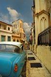 在哈瓦那丝毫美国老汽车的街道 免版税库存照片