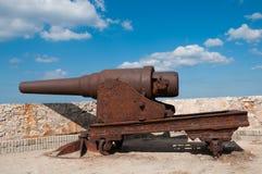 在哈瓦那堡垒的老生锈的大炮  古巴 免版税库存照片
