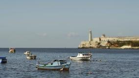 在哈瓦那海湾的渔船 股票视频
