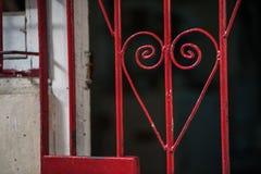 在哈瓦那街道上的心形的细节有标尺钢棍的 免版税库存图片