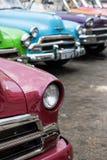 在哈瓦那街道上的经典美国汽车在古巴 免版税库存图片