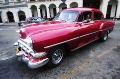 在哈瓦那街道上的经典老美国汽车  图库摄影