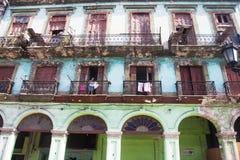 在哈瓦那,古巴的老部分的街道 免版税图库摄影
