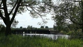 在哈维尔河的历史针测流堰在村庄Guelpe旁边在哈维尔兰县德国 股票视频