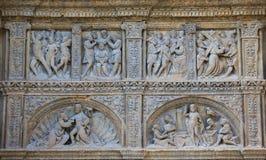 在哈罗圣托马斯教会的16世纪主要门, 库存照片