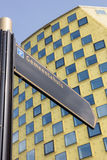 在哈登贝赫前面城镇厅的标志  免版税库存图片