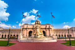 在哥伦布圈子的联合驻地与克里斯托弗・哥伦布纪念喷泉在华盛顿D C 免版税图库摄影