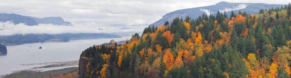 在哥伦比亚河峡谷的冠点秋天的 免版税库存图片