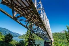 在哥伦比亚河的桥梁 库存图片
