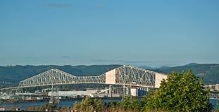 在哥伦比亚河的Astoria Megler桥梁 免版税库存照片