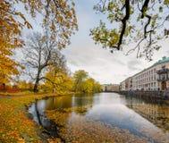 在哥特人,瑞典停放秋天早晨视图 库存图片