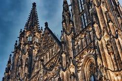 在哥特式圣Vitus大教堂的接近的HDR视图布拉格城堡的 免版税库存图片