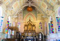 在哥特式样式兴建的泰国寺庙的菩萨 免版税图库摄影