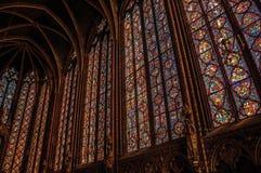 在哥特式Sainte-Chapelle教会的五颜六色的污迹玻璃窗在巴黎 免版税库存照片