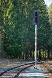 在哪些红灯的铁路红灯 铁路轨道的建筑 铁路基础设施 库存图片