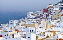 在唐基尔,摩洛哥附近的白色摩洛哥镇Tetouan 库存图片
