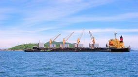 在商业口岸的货船,容器,运输, 库存照片
