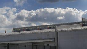 在商业屋顶的安全旗子为准备屋顶修理 图库摄影