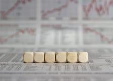 在商业报纸背景的六个空白的立方体 免版税图库摄影