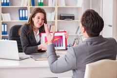在商人和女实业家之间的业务会议 库存照片
