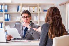 在商人和女实业家之间的业务会议 免版税库存照片