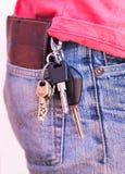 在商人牛仔裤的Keychain吊  图库摄影
