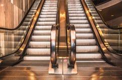 在商城的现代自动扶梯 免版税库存照片