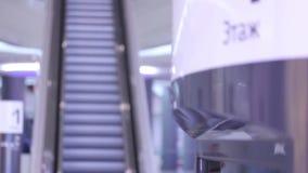在商城的电梯 股票录像