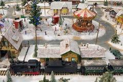 在商城的盘旋火车在Chrismas市场Koln期间 免版税库存照片