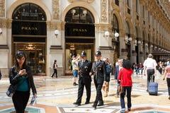 在商城的米兰警察 免版税库存图片