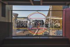 在商展的马蒂尼鸡尾酒标志2015年在米兰,意大利 库存照片