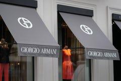 在商店之外的乔治・阿玛尼标志 免版税库存照片
