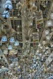 在商店和灯陈列的色泽待售 免版税库存照片
