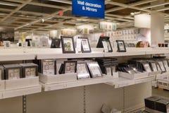 在商店安置的图片的各种各样不同的大小 图库摄影