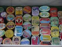 在商店显示的法国沙丁鱼罐子 库存图片