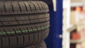 在商店零售的橡胶车胎 股票视频