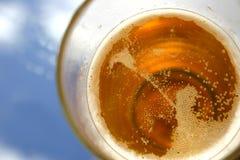 在啤酒之上 免版税库存照片