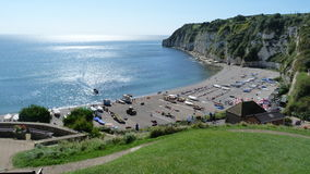 在啤酒的海滩场面在西南英格兰 免版税库存照片